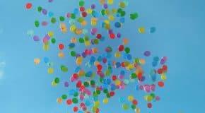 Steeds meer gemeenten voeren verbod in op het oplaten van ballonnen